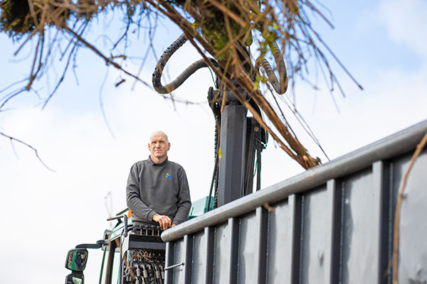 Sebastiaan - Vrachtwagenchauffeur en Hovenier bij de Hoog Hoveniers